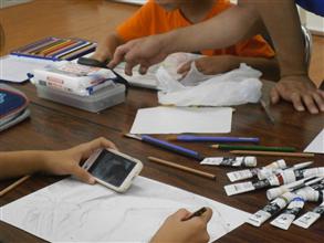 子ども絵画授業風景